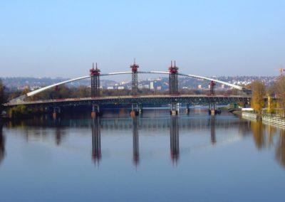 z_mostu_barikadnik