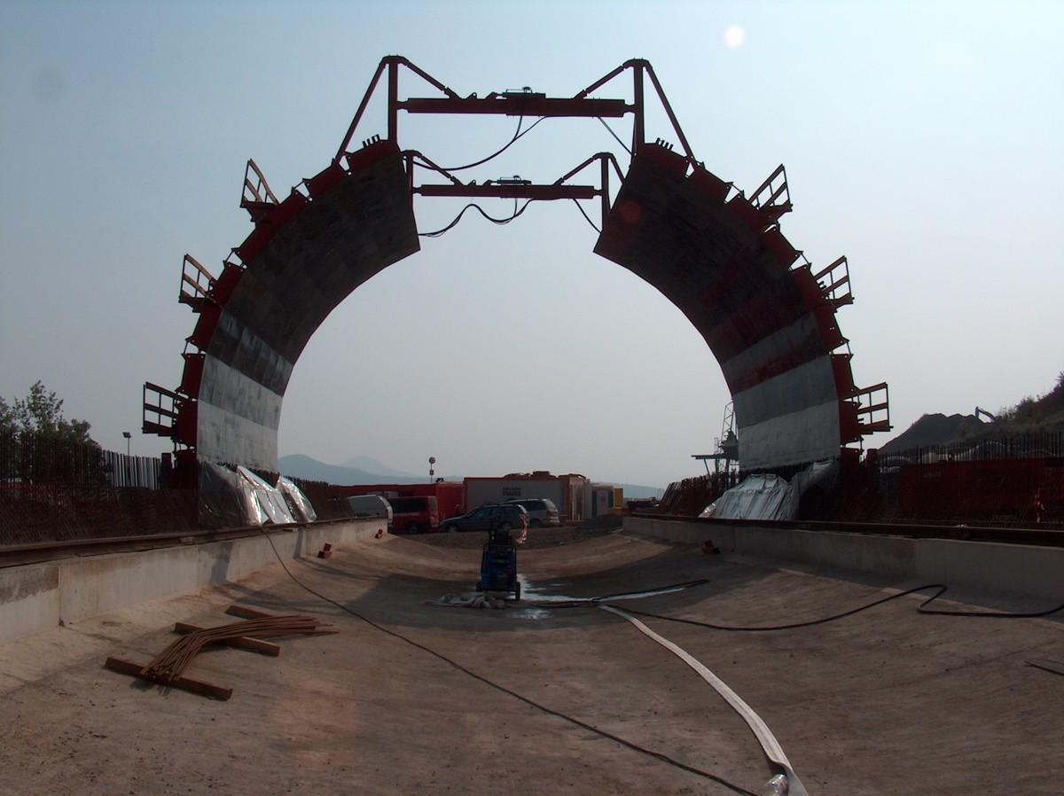 d8_bednni_z_tunelu